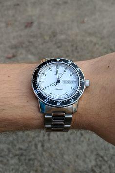 [Sinn 104] Here's my white dial Sinn 104 on the h-link bracelet for SINN SUNDAY. http://ift.tt/2yzPZjx