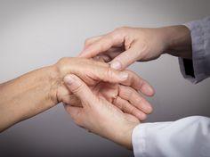 Arthrose in Händen und Fingern ist sehr unangenehm Mit ein paar Übungen können Sie Ihre Hände möglichst geschmeidig halten.