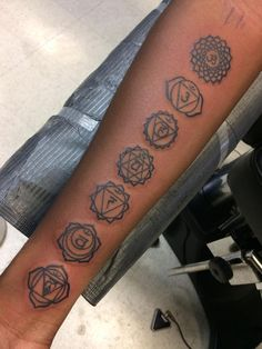 7 chakras tattooed by Derek Brodeur Red Ink Tattoos, Line Art Tattoos, Mini Tattoos, Body Art Tattoos, Small Tattoos, Sleeve Tattoos, Tatoos, 7 Chakras, Piercings