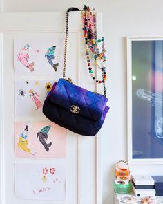 """Eurowoman (@eurowomandk) posted on Instagram: """"Strikdesigner @laerkebagger elsker at investere i kunst og smukke, farverige tasker, også selv om det kræver at skulle spise havregrød og…"""" • Mar 19, 2021 at 12:19pm UTC High Fashion, Chanel, Luxury, Bags, Instagram, Design, Style, Kunst, Handbags"""