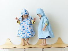 【ELLE】「ミナ ペルホネン」のレインコートで、雨の日のおでかけもハッピーに!|エル・オンライン