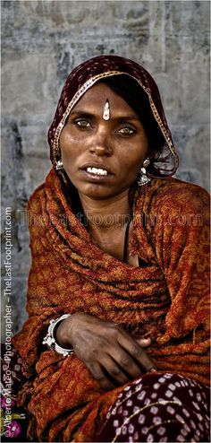 ツツツ By Alberto Mateo - Travel Photographer. Rajastani woman with jewels, Pushkar Camel Fair, Rajastan, India.