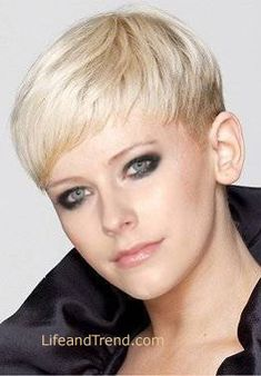 Avril Lavigne Very Short Blonde Hairstyle 2012