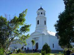 Pragtige antieke NG Kerk gebou te George met 'n uitsig op die Outeniquaberge. Die gemeente is in 1813 gestig. Dit is die 9de oudste gemeente. Die kerkgebou is in 1842 ingewei.