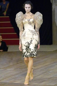 Alexander McQueen Spring 2007 Ready-to-Wear Fashion Show - Egle Tvirbutaite