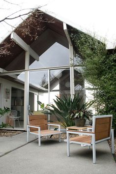 Mid century modern home mid century modern and mid for Eichler paint colors