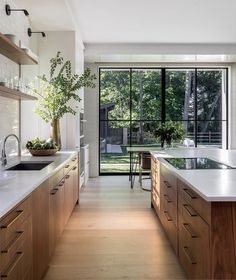 Glass roof window bay window open space to the outside Kitchen Room Design, Modern Kitchen Design, Home Decor Kitchen, Interior Design Kitchen, Home Kitchens, Warm Home Decor, Cheap Home Decor, Home Remodeling, Kitchen Remodel