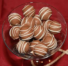 Lebkuchen – Kugeln Gingerbread balls, a popular recipe from the Confiserie category. Candy Recipes, Sweet Recipes, Cookie Recipes, Delicious Cake Recipes, Yummy Cakes, Christmas Sweets, Christmas Baking, Christmas Recipes, Spice Bread