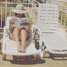 Gratidão a quem um dia me ensinou a ler a quem um dia me forçou a ler algum livro e a quem um dia me ensinou que eu sou o que eu leio! Durante a vida nós temos vários professores e para todos sem medidas quero demonstrar enorme admiração e gratidão