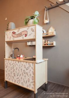 I like the idea of using some wallpaper or stencil Ikea Kids Kitchen, Toy Kitchen, Girls Play Kitchen, Ikea Duktig, Baby Play Areas, Ikea Toys, Ikea Makeover, Cocina Diy, Three Bedroom House Plan
