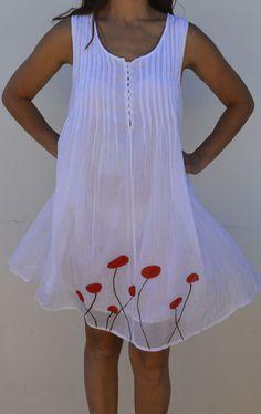 Vestido blanco con flores rojas