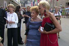 Peggy Weber-McDowell mit ihrer Freundin Eva von Schilgen bei den Festspielen Style, Fashion, Swag, Moda, Fashion Styles, Fashion Illustrations, Outfits