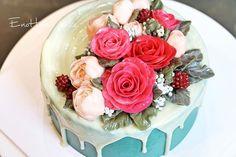 🌹🌹 enohanacake.com Kakaotalk ID:touko76 Line:enohanaflowercake  Enohana flower cake & baking class studio Rose  #rose#버터크림플라워케이크 #플라워케이크 #플라워케이크클래스 #birthdaycake #주문케이크#수제케이크#생일케이크#웨딩케이크#buttercreamcake #butter#buttercreamflowercake #flowercake #에노하나케이크  #weddingcake #dessert #dessertstagram #flowercakeclass #bakingclass #연남동#cakeart#cakedecorating#koreanflowercake#花蛋糕#specialcake #birthdaycake#cakedecoration