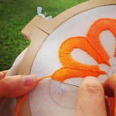 Marvelous Crewel Embroidery Long Short Soft Shading In Colors Ideas. Enchanting Crewel Embroidery Long Short Soft Shading In Colors Ideas. Embroidery Stitches Tutorial, Embroidery Needles, Crewel Embroidery, Hand Embroidery Designs, Embroidery Techniques, Ribbon Embroidery, Cross Stitch Embroidery, Embroidery Patterns, Mexican Embroidery