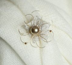 Handmade golden-white flower pin with a pearl Material: copper Size: cca 5 cm diameter Design Crafts, White Flowers, Brooches, Copper, Pearl Earrings, Pearls, Handmade, Jewelry, Pearl Studs