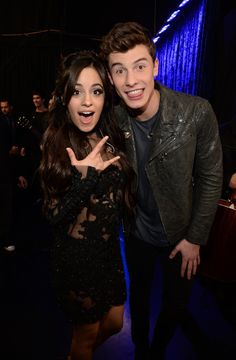 Pin for Later: Die 23 Highlights der People's Choice Awards 2016 Das angebliche Pärchen, Camila Cabello und Shawn Mendes, alberte Backstage miteinander herum Pictured: Shawn Mendes and Camila Cabello