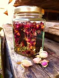 DE GULLE AARDE: roos-vanille massage olie (en het belang van aanraken)