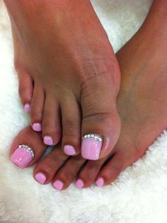 Bubble gum sparkle toe design