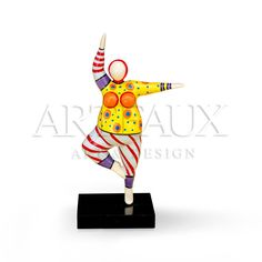 Dancing #Beauty Schulpture with clown outfit