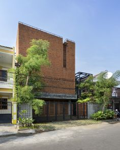 World Architecture Community News - Andyrahman Architect creates different brick motifs for Omah Boto House in Indonesia Brick Cladding, Brick Facade, Brickwork, Modern Staircase, Staircase Design, Brick Material, Brick Projects, Treads And Risers, Brick Construction