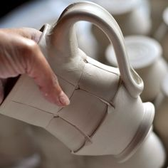 Pulling handles for mugs. Here are 10 practical things to consider, (not in any particular order). These are questions I ask my students when I am working with them in class. I thought it would be good to have them written down in one place, as I am sure there are some student potters out … Thrown Pottery, Pottery Mugs, Ceramic Pottery, Slab Pottery, Ceramic Techniques, Pottery Techniques, Clay Mugs, Ceramic Clay, Ceramic Bowls