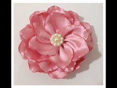 Olá amores, tudo bem? Hoje vamos ver como fazer flor de fita de cetim, uma flor boleada muito linda e fácil. Vamos seguindo o tutorial passo a passo com muito detalhes. Ribbon flower - DIY. Espero que gostem, porque foi feito com muito carinho para voc�