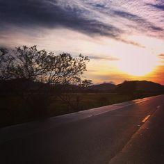 """24 curtidas, 4 comentários - Um Instante Michele (@uminstantemichele) no Instagram: """"""""A vida é uma jornada, ela não leva a um destino exatamente, mas a uma transformação."""" Bom dia!…"""""""
