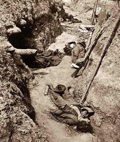 Petersburg, Virginia. Morti confederati nelle trincee di Fort Mahone.