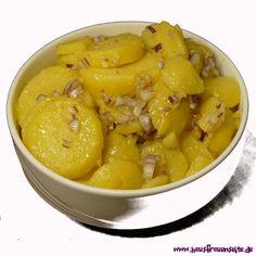 klassischer Kartoffelsalat mit Essig und Öl der Bayerische Kartoffel-Gurkensalat schmeckt schön frisch und leicht. vegetarisch vegan laktosefrei glutenfrei ohne Mayo!