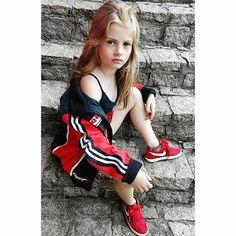Modelo mirin brasileira Gabi Beckett brasilian model kids style jaqueta Nike foto Tumblr tênis criança kids