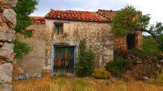 Masía deshabitada en el término de Benafigos, en el Alcalatén, Castelló.