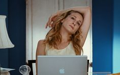 Apple Laptop Used By Sarah Jessica Parker - Sex and the City (2008) Movie Scene