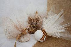 #Μπομπονιέρες γάμου με δίχτυ εκρού και καφέ! #Weddingfavours