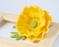 Poppy Brooch Yellow pin Poppy jewelry Felt poppies por TaniaFelt