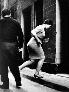 JOAN COLOM 30 Amazing Photographs Portrayal Everyday Life in the Red-light District of Barcelona from between the and ~ vintage everyday Monochrome Photography, White Photography, Street Photography, Red Light District, Real People, Photo Art, Barcelona, Black And White, Portrait