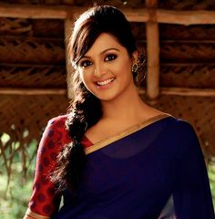 Manju Warrier Photos - Manju Warrier in Saree Indian Film Actress, South Indian Actress, Indian Actresses, Bollywood, South Indian Film, Hd Wallpapers For Mobile, Indian Wear, Indian Attire, Indian Style