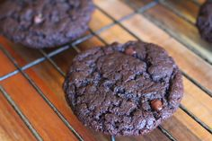 These double chocolate chip cookies aresoft and crispy, and completely flourless thanks to the magic ingredient aquafaba. Aquafaba is the water from a can of chickpeas, or the liquid from cooking raw chickpeas. This recipe has 8 simple ingredients and only takes 20 minutes to …