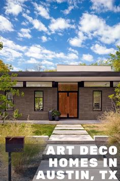Art deco is a type of visual art that utilizes geometric shapes and bold patterns to make a statement. These vacation home rentals in Austin, Texas are expressive and will entice your imaginative side with their colorful paintings and funky light fixtures.