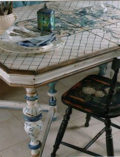 love this blue and white painted table...wish there was a tutorial on how to successfully achieve this.