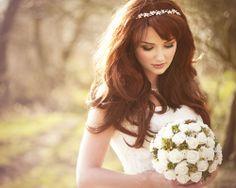 Non sono anelli, ma anche gioielli per arricchire la tua acconciatura da sposa :) #diadema #tiara #sposa #capelli