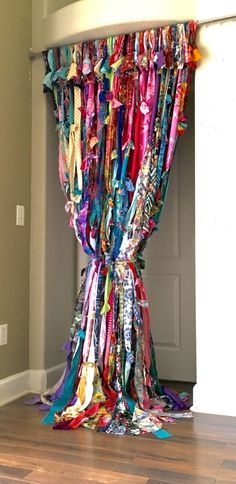 Gorgeous 65 Beautiful Bohemian Beaded Curtains Decor Ideas https://decorapatio.com/2017/06/16/65-beautiful-bohemian-beaded-curtains-decor-ideas/