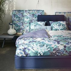 Bring fresh florals to your bedroom with this Nishi duvet set from Essenza. Included in the set is a king size duvet cover and two pillowcases all crafted from beautifully soft cotton satin. Elegan...