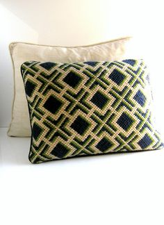 Bargello needlepoint decorative pillow by CoolVintageFinds Bargello Patterns, Bargello Needlepoint, Needlepoint Pillows, Needlepoint Designs, Needlepoint Stitches, Cross Stitch Embroidery, Hand Embroidery, Cross Stitch Patterns, Tapestry Crochet