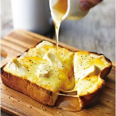 インスタで話題の『悪魔のトースト』をご存知ですか?食パン・チーズ・砂糖だけで作る超簡単レシピなのに、出来上がるトーストは悪魔的な美味しさでハマる人続出なんです。一度食べたら病み付きになること間違いなしの悪魔のトーストをチェックしてみましょう♡