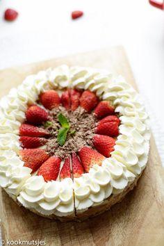 Chocolade taart (no bake) | Kookmutsjes Baking Bad, Sweet Bakery, Cake Cookies, Creme, Food And Drink, Lunch, Cupcake, Pasta, Seeds