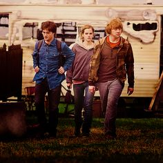 Harry Hermione & Ron (Harry Potter and the Deathly Hallows) Harry Potter Hermione, Harry Potter Books, Harry And Hermione, Harry Potter Fandom, Harry Potter Characters, Harry Potter World, Mundo Harry Potter, Harry James Potter, Harry Potter Universal