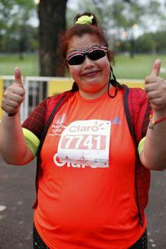 En la previa a la largada de la maratón 42km de bs as la mujer Araña Emilse Runner carrera 269