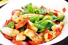 Putenstreifensalat mit Gemüse #salad #salat #fitnessfood #ironking #recipe #rezept #trainingsprogramm #ironkingtrainingsprogramm Mozzarella, Kung Pao Chicken, Caprese Salad, Healthy Lifestyle, Ethnic Recipes, Food Recipes, Noodle Salads, Insalata Caprese, Healthy Life