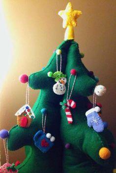 Free DIY #Felt advent Christmas tree tutorial.