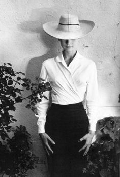 Audrey Hepburn during production of The Unforgiven directed by John Huston, Durango, Mexico, Photograph by Inge Morath Lauren Bacall, Classic Hollywood, Old Hollywood, Inge Morath, Audrey Hepburn Style, My Fair Lady, Cary Grant, Look Vintage, Classic Beauty